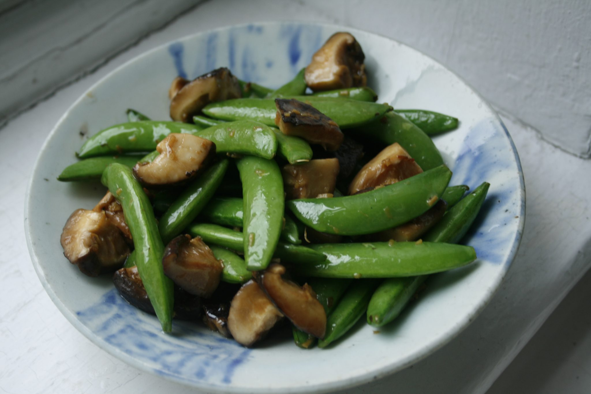 Stir-Fried Sugar Snaps with Shiitake Mushrooms