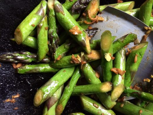 I will post the stir-fried asparagus recipe in the next few days. I wanted this post to be just about Mr. Cen and his woks.